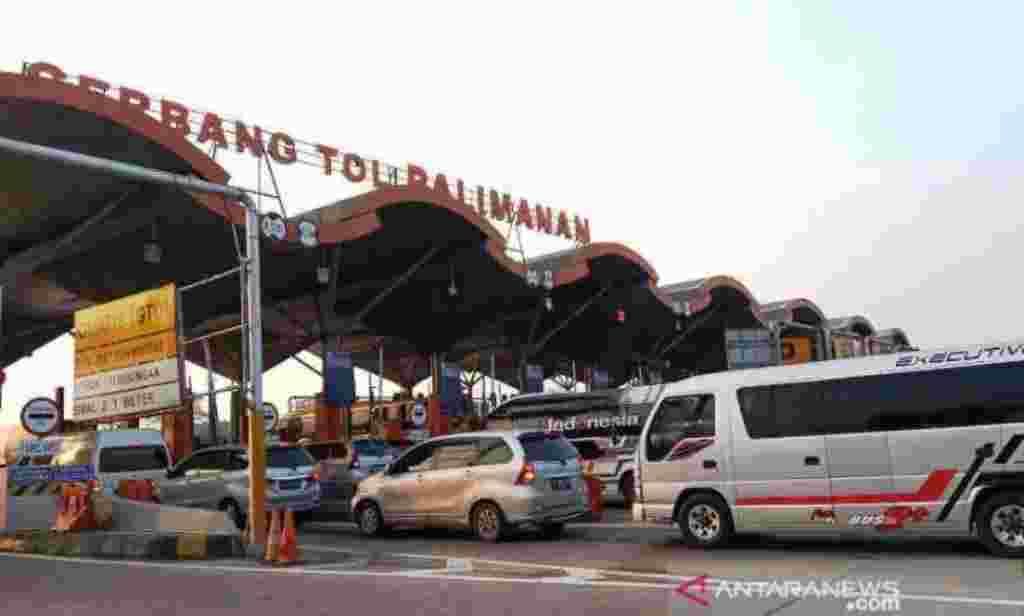 Arus Mudik 2021 GT Tol Cipali didominasi kendaraan travel. foto:antaranews.com