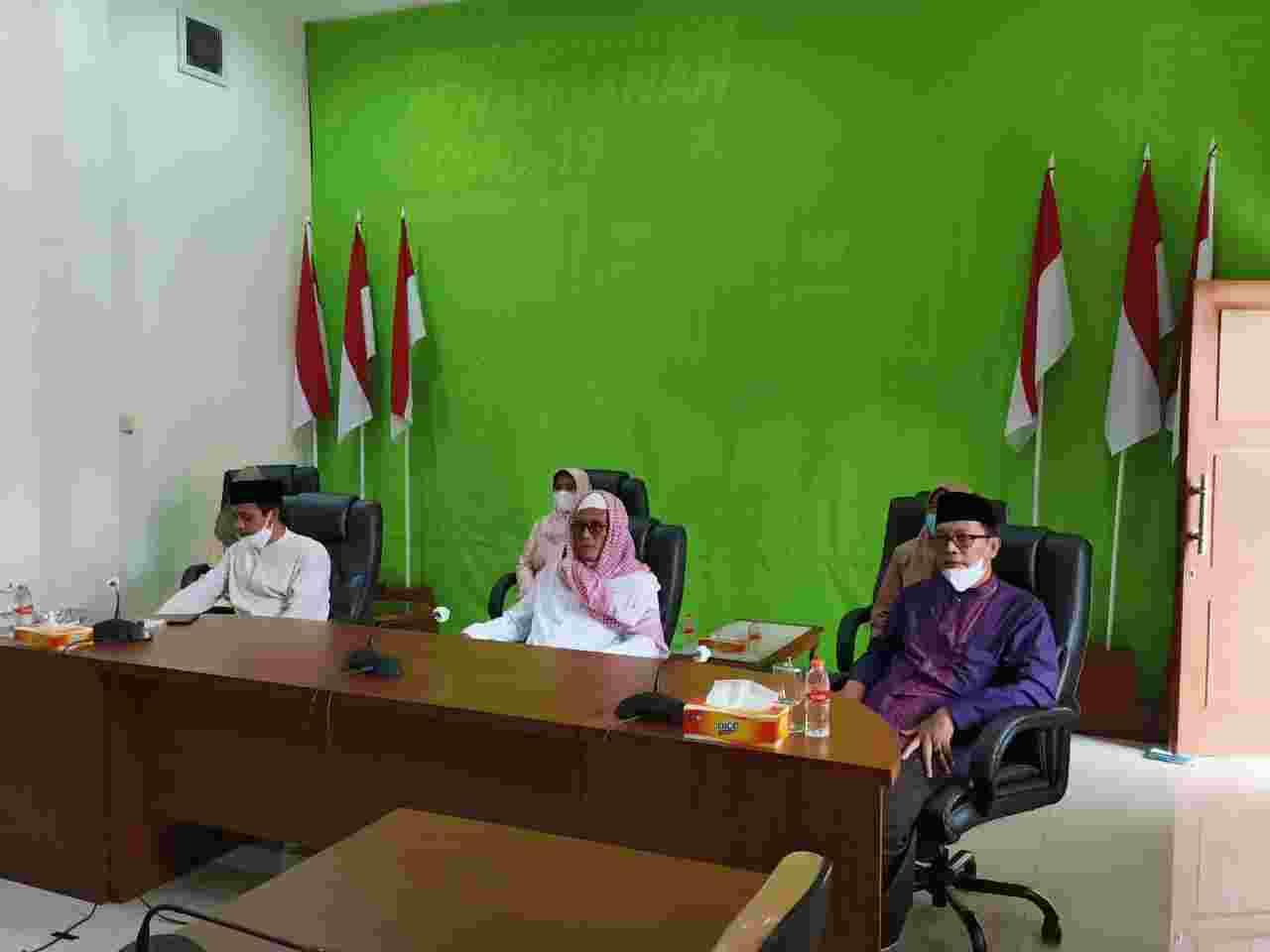 Bahas Kasus Covid-19 Jawa Barat dalam Vidcon bersama Bupati Ciamis, Kamis (13/05/2021).